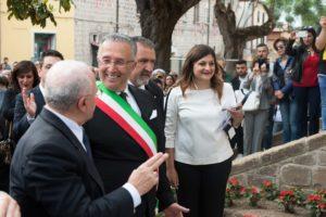 Il sindaco di Mignano, Antonio Verdone, insieme a Stefania Delli Colli e al presidente della Regione Campania, Vincenzo De Luca | Foto di Matteo Ricci