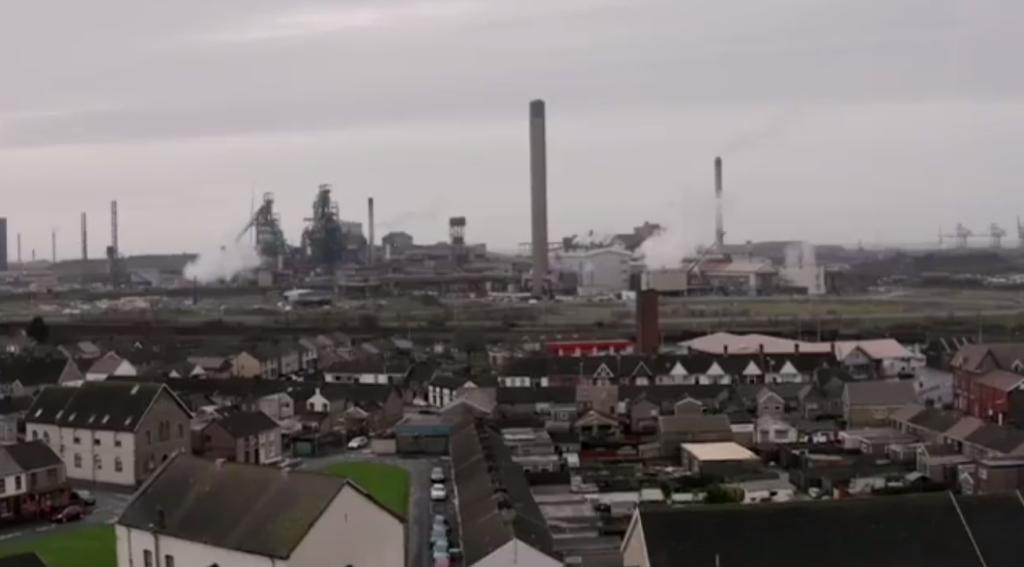 Una vista su Port Talbot (Inghilterra) nel video di Bansky