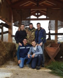 Il gruppo che organizza il presepe vivente a Piumarola (Fr)