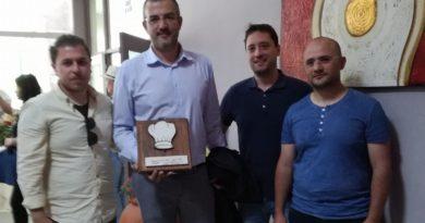 Antonio Croce riceve il premio Cappello d'oro per la produzione di zafferano