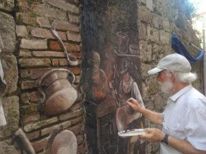 Alberto Spaziani mentre dipinge nel centro di Frosinone