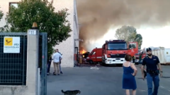 Un momento dell'incendio alla Mecoris di Frosinone