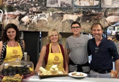 Loris Benacquista (l'ultimo a destra) presso il Salone del gusto di Torino nel 2016